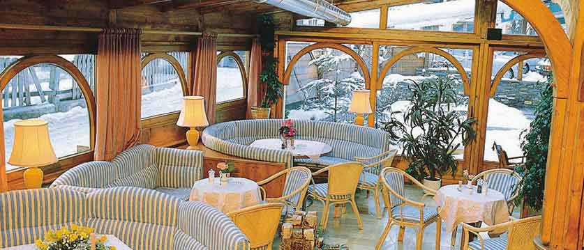 Austria_Mayrhofen_Alpenhotel-Kramerwirt_Conservatory.jpg